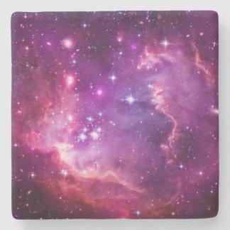 Pequeña nube de Magellanic teñida púrpura vibrante Posavasos De Piedra