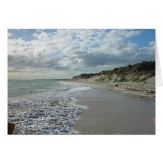 Pequeña onda que espumejea en la playa de Wanneroo Felicitación