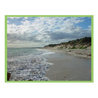 Pequeña onda que espumejea en la playa de Wanneroo Postales