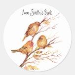Pequeña placa de libro de los pájaros a modificar pegatina redonda