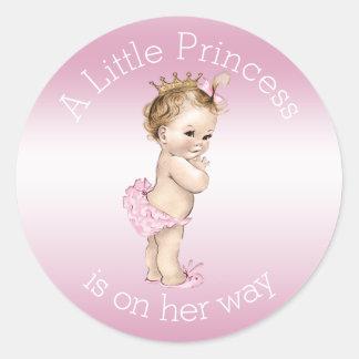 Pequeña princesa rosada fiesta de bienvenida al pegatina redonda
