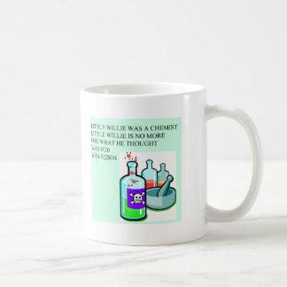 pequeña rima de willie de la química taza básica blanca