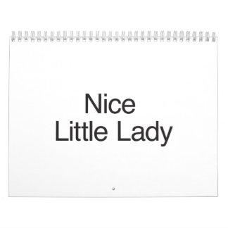 Pequeña señora agradable calendarios
