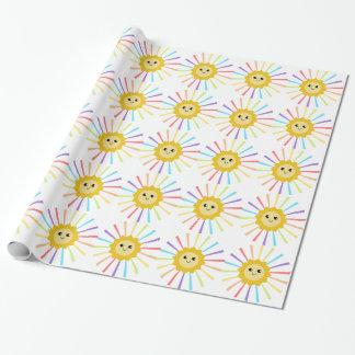 Pequeña sol linda del arco iris papel de regalo