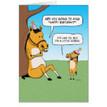 Pequeña tarjeta de cumpleaños divertida del caball