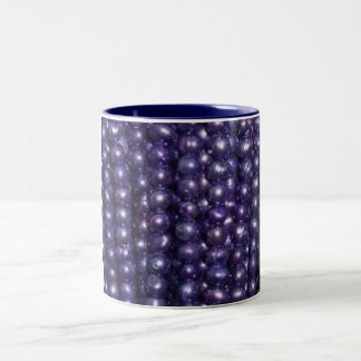 Pequeña taza azul de las perlas