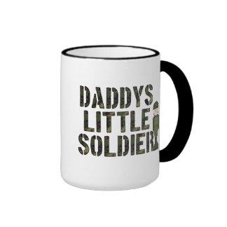 Pequeña taza del soldado de Daddys