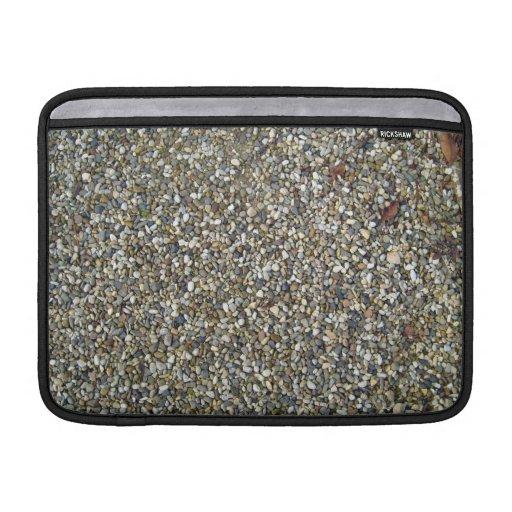 Pequeña textura de la piedra del guijarro fundas MacBook
