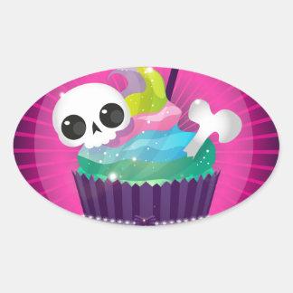 Pequeña torta sabrosa con un cráneo para un fiesta pegatina de oval