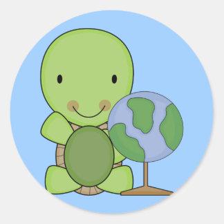pequeña tortuga linda de la geografía pegatina redonda