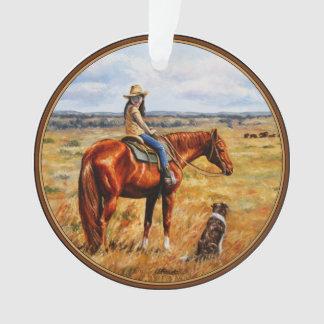 Pequeña vaquera en caballo del ganado