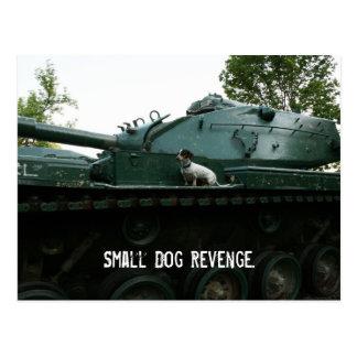 Pequeña venganza del perro tarjeta postal