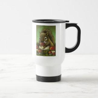 Pequeñas ardilla y setas tazas de café
