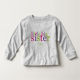 Pequeñas camisetas de la hermana grande playera