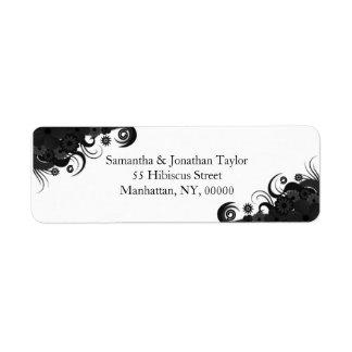 Pequeñas etiquetas blancos y negros florales del etiquetas de remite