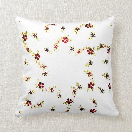 Pequeñas flores en la almohada de tiro blanca