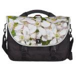 Pequeñas flores salvajes blancas bolsa para ordenador
