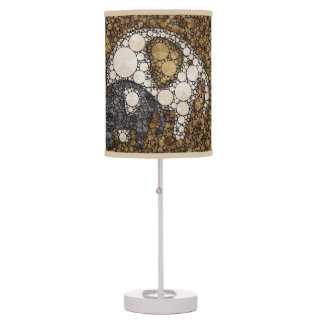 Pequeñas lámparas de mesa del cuarto de niños del