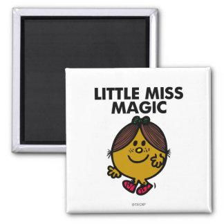 Pequeñas letras negras de Srta. Magic el | Imán Cuadrado