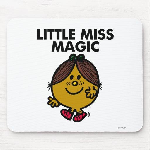 Pequeñas letras negras de Srta. Magic el | Alfombrilla De Ratón