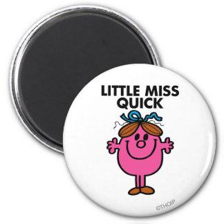 Pequeñas letras negras de Srta. Quick el | Imán Redondo 5 Cm