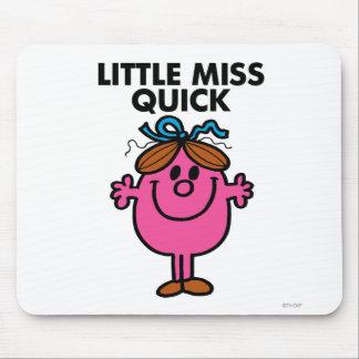 Pequeñas letras negras de Srta. Quick el | Alfombrilla De Ratón