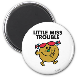 Pequeñas letras negras de Srta. Trouble el | Imán Redondo 5 Cm