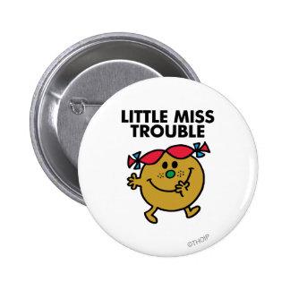 Pequeñas letras negras de Srta. Trouble el | Pin Redondo De 2 Pulgadas