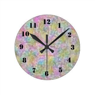 Pequeñas líneas coloridas reloj redondo mediano