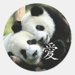 Pequeñas pandas gigantes cariñosas chinas etiquetas redondas