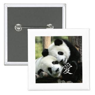 Pequeñas pandas gigantes cariñosas chinas pin cuadrado
