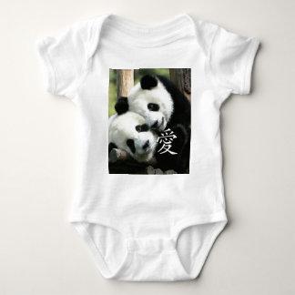 Pequeñas pandas gigantes cariñosas chinas playeras