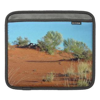 Pequeñas plantas en dunas de arena rojas mangas de iPad