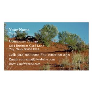 Pequeñas plantas en dunas de arena rojas tarjeta de visita