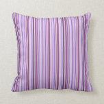 Pequeñas rayas púrpuras almohadas