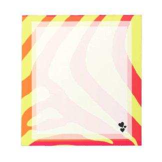 Pequeño amarillo, naranja, libreta rosada del cora bloc de notas