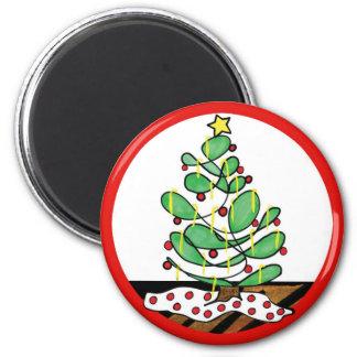 Pequeño árbol de navidad caprichoso imán redondo 5 cm