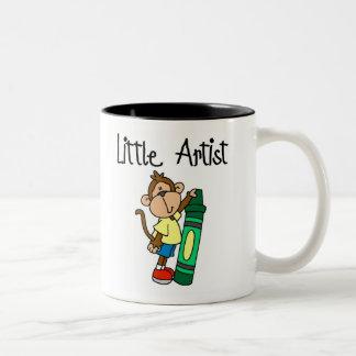 Pequeño artista del mono taza