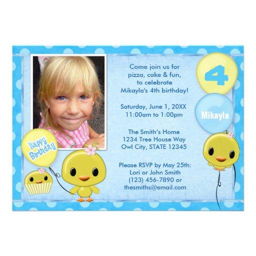 Pequeño azul amarillo de la invitación del cumplea