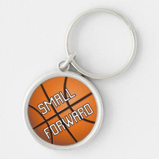 Pequeño baloncesto delantero llavero redondo plateado