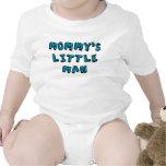 Pequeño bebé del hombre de la mamá camisetas