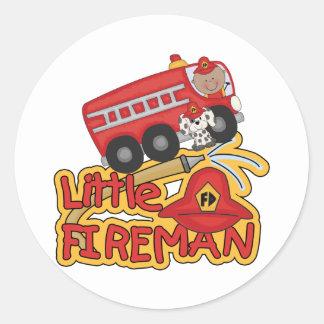 Pequeño bombero, afroamericano pegatina redonda
