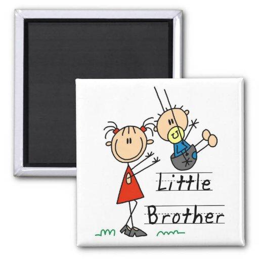 Pequeño Brother con las camisetas de la hermana gr Iman De Frigorífico
