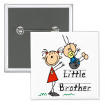Pequeño Brother con las camisetas de la hermana gr Pin