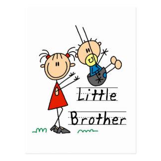 Pequeño Brother con las camisetas de la hermana Tarjeta Postal