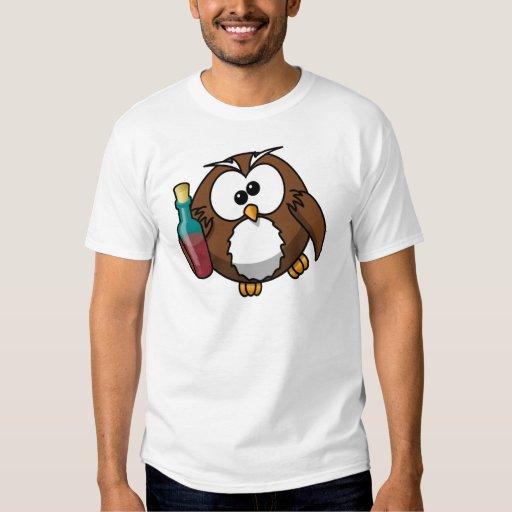 Pequeño búho bebido animado lindo camisas