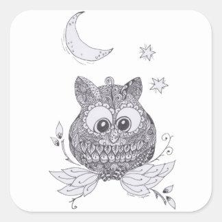 Pequeño búho con la luna pegatina cuadrada