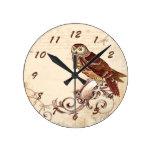 Pequeño búho de Brown Reloj Redondo Mediano
