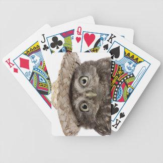 Pequeño búho que lleva un gorra de paja - noctua d baraja de cartas