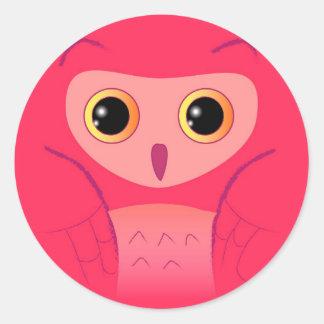 Pequeño búho rosado lindo etiquetas redondas